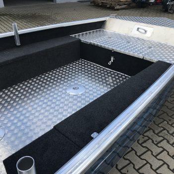 środek łodzi aluminiowej