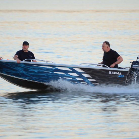 motorowe łodzie z silnikiem