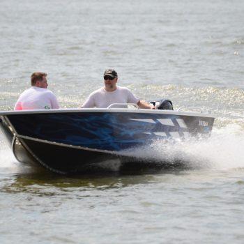 łódź aluminiowa z silnikiem