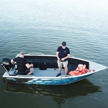 wędkarze na łodzi aluminiowej brema boats