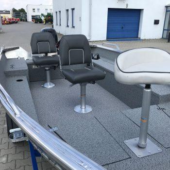 łódź aluminiowa z siedzeniami
