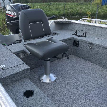 krzesło w łodzi aluminiowej