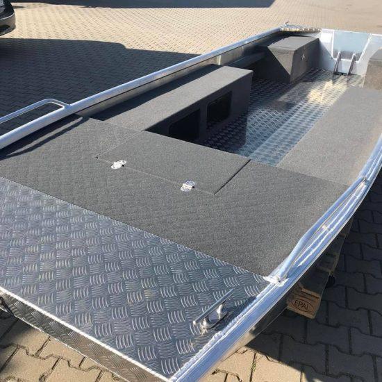 łódź z płaskim dnem dla wędkarzy